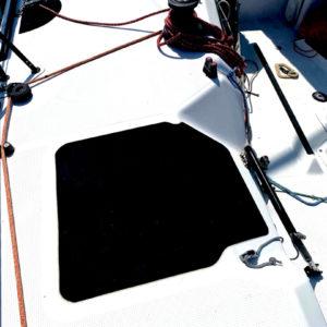 antidérapant-mousse-bateau-course-pont-cockpit-barreur-protection-poulie