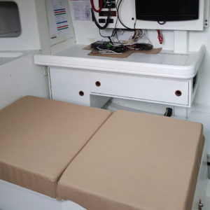 coussin-assise-tableàcarte-agencement-intérieur-bateau-course