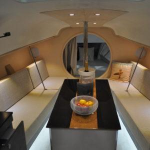 vaigrage-similicuir-coussin-assise-dossier-agencement-intérieur-bateau-course-yacht
